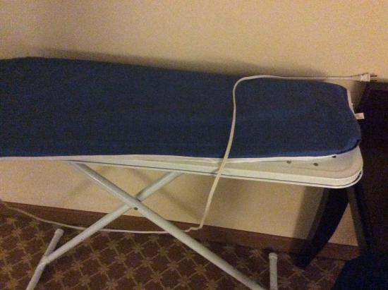Country Inn & Suites By Carlson, Sumter: Ironing nightmare.