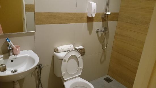 the bathroom picture of merlin hotel port dickson tripadvisor rh tripadvisor com sg