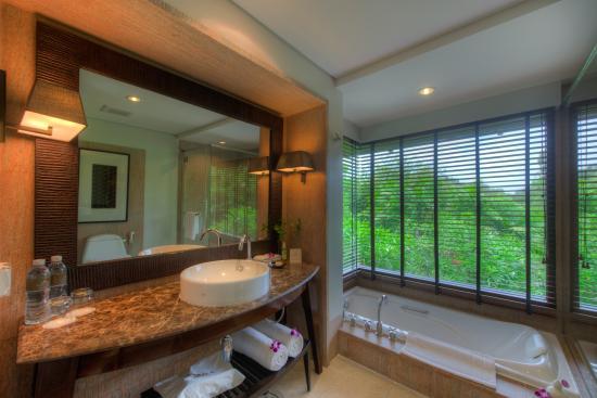 Layana Resort and Spa: Bathroom