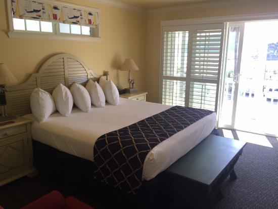 Avila Beach, CA: King Bed with balcony