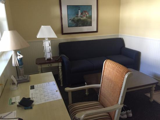 Avila Beach, CA: Living room with pullout bed