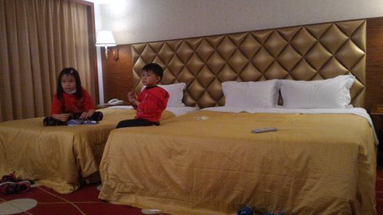 Chyuan Du Spring Resort: 此為三人房.適合小家庭