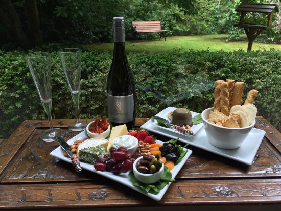 Clarendon Cottages: Clarendon - Add a 'Bubbles and Nibbles' platter by prior arramgement