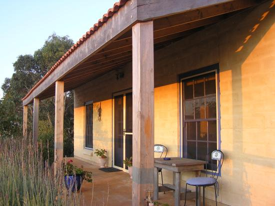 Carrickalinga, Australië: Dees Villa front verandah