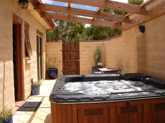 Carrickalinga Australia  city pictures gallery : Carrickalinga, Australia: The hot tub in private courtyard