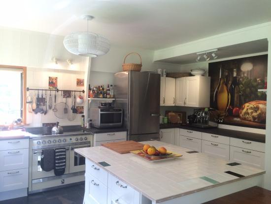 Seascape Escape B&B.: Large farm style kitchen