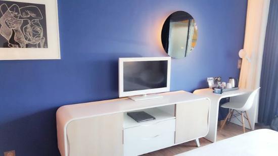 Hotel Victoria: Télévision, Meuble Comprenant Mini Bar Et Coffre Fort Et  Bouilloire