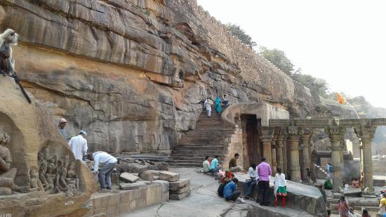 Banda, الهند: Ancient Shiv Temple or Garbh graha.
