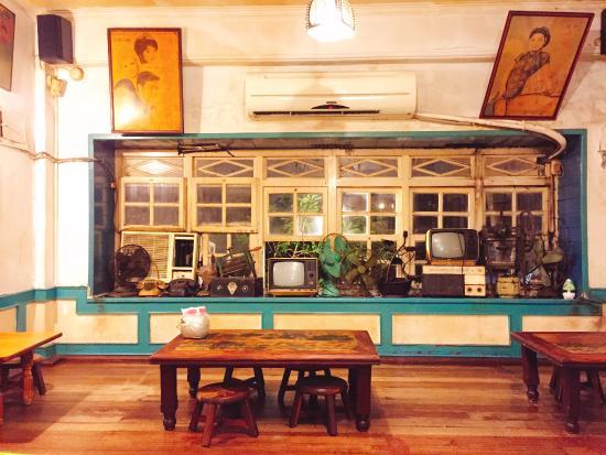 Acai Restaurant: 2nd floor seating area