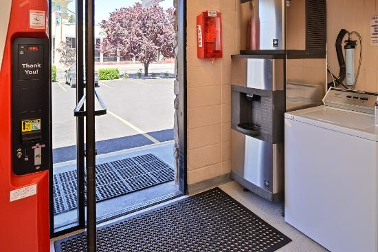 Maverick Motel: Hotel Ice Machine
