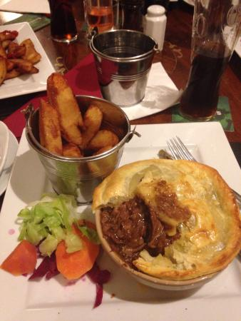 Cullingworth, UK: The food in here was absolutely delicious. Had the George pie and think the photo speaks for its