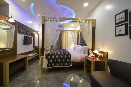 Hotel J P International