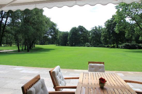 Niederrheinischer Golfclub Duisburg e.V. : Blick von der wunderschönen Terrasse auf das 9. Loch!