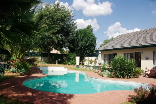 Sleepeezy cottages Bed & Breakfast Benoni