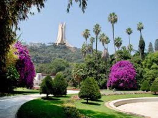 Statue se trouvant dans le lac de la partie jardin for Bd du jardin botanique