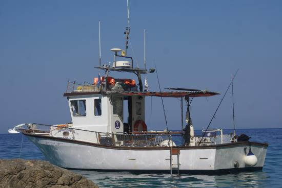Skiathos Town, Greece: Alexandros Boat and his crew welcome you for a unique experience!! It is fishing time...