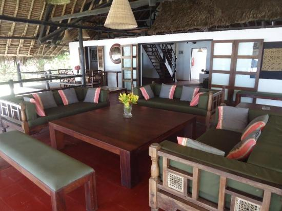 Kusini Beach Cottages : large and confortable verandas