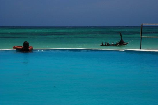 Kusini Beach Cottages: blue is the color at Diani