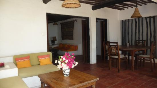 Kusini Beach Cottages: outdoor sitting and veranda in 2 bedroom cottage