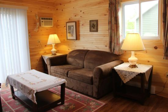 Avonlea Cottages: cottage inside