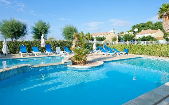 La piscine picture of village club thalassa meze for La piscine review