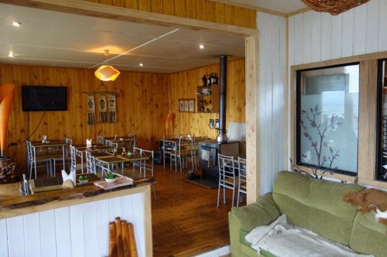 Lafquen Antu : Sitting corner and restaurant area