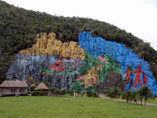 La monta a pintada con burdas imitaciones rupestres a todo for Mural de la prehistoria