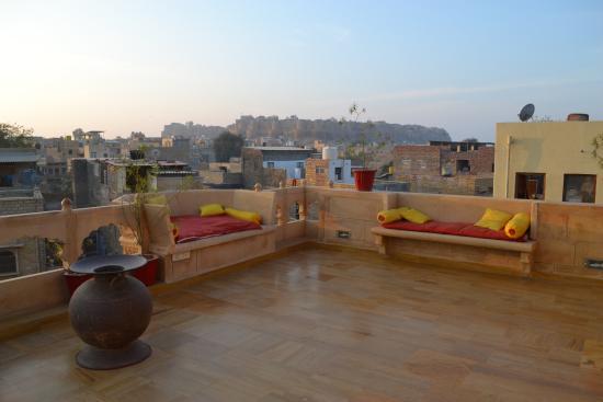 Hotel Pleasant Haveli: rooftop restaurant