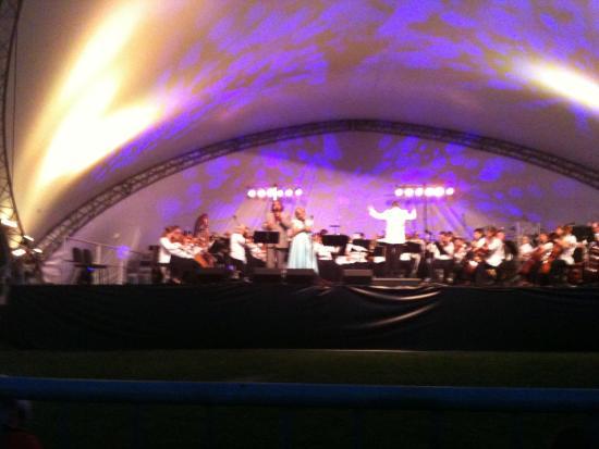 Longueuil, Canada: Concert sous ;les étoiles 2013