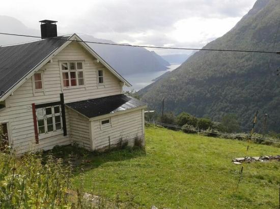 Vassbakken Kro & Camping AS: Ферма наверху тропы