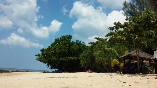 Diamond Cliff beach: Blick von der Moloko Bar aus