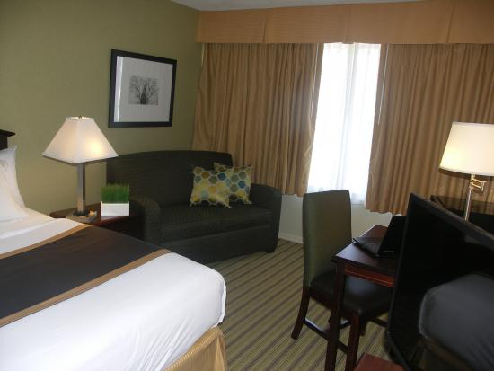 Quality Inn: King Bedroom