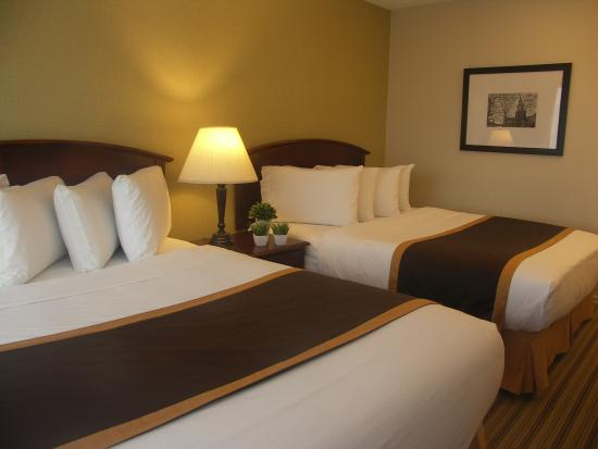 Quality Inn Peterborough: Two Queen Beds