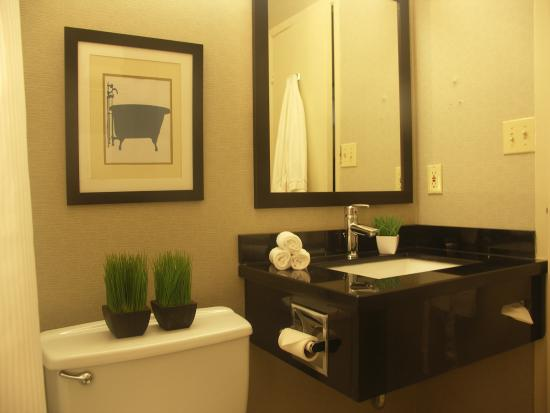 Quality Inn Peterborough: Bathroom