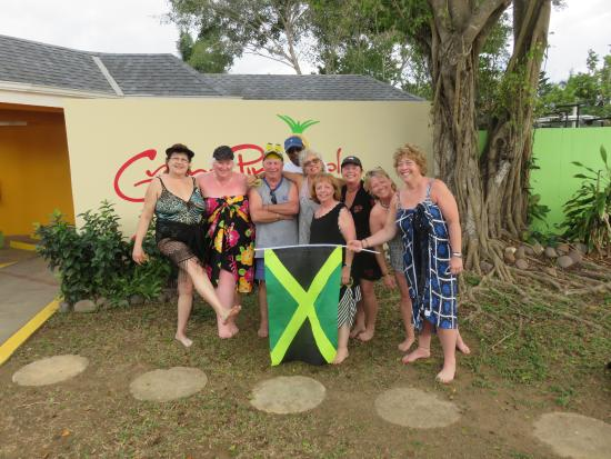 Grand Pineapple Beach Negril: We are the Royal Pineapples that met at the Grand Pineapple in 2011!!