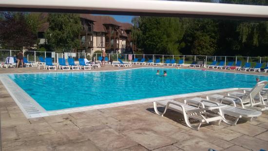 Pierre & Vacances Residence La Résidence du Golf : grande piscine