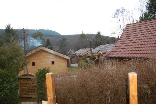 Chalet rondin jacuzzi privatif photo de domaine du haut for Haut jardin rehaupal