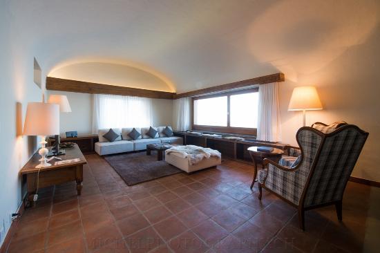 Obbuergen, Switzerland: Wohnzimmer mit Cheminee
