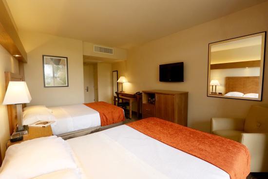 Kellogg Hotel Pomona Rooms