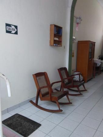 Hostal El Colibri: Sala de lectura