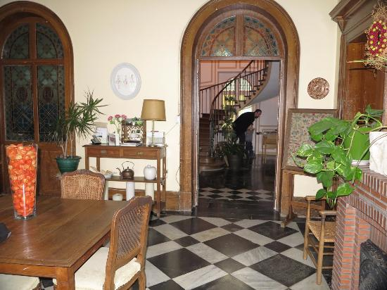 Chateau de Saulty : Grand entrance. In the background table football underneath eleagant stairs