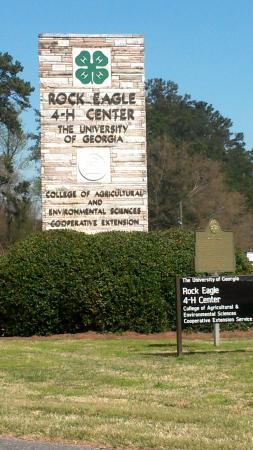 Eatonton, GA: Entrance closest to the Eagle formation