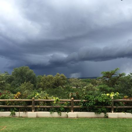 Ilala Lodge: Looking out at the spray from the falls during an afternoon storm