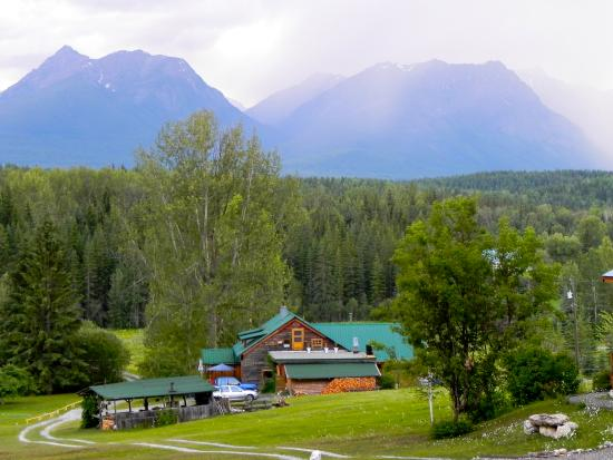 Blaeberry Mountain Lodge: mountain view