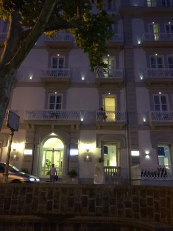 Sant'Agnello, Italia: Front of hotel