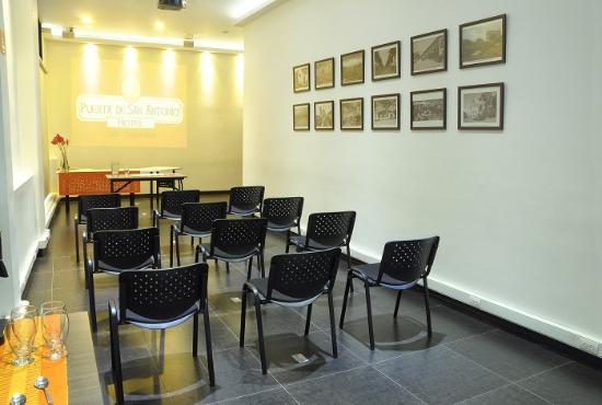 Hotel Puerta de San Antonio: salon de eventos