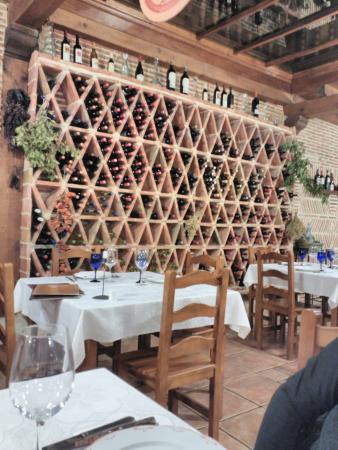 Casarejos, Spain: Buenos vinos de distintas denominaciones.
