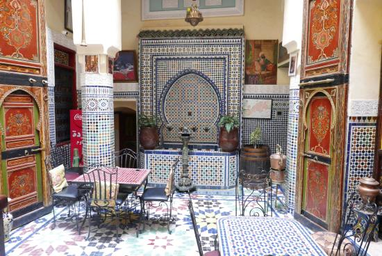 Riad La Source Bleue : Central hall of the riad.