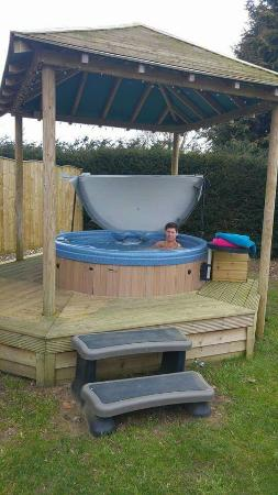 Burton Lodge Guest House: Hot tub heaven