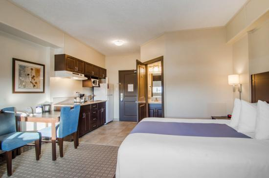 standard queen room fully equipped kitchen picture of suburban rh tripadvisor com